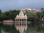 Besuch eine Tamiltempels mit wunderschöner Anlage und künstlichem See
