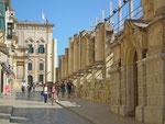 Die Tempelruine wird als Freilichttheater genutzt und liegt mitten in der Altstadt
