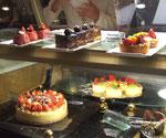 Das Kuchenbuffet in der «Cafeteria Emirates Palace»