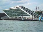 Das markante Haus der Schiffahrtsbehörde, Schifffahrtsamt, Hafenbehörde usw.