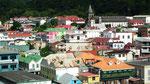 Nochmals ein Blick auf das Hafenstädtchen Roseau . . .