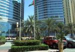 Übrigens: Ein Gesetz garantiert, dass es in ganz Dubai keine 2 gleichen Hochhäuser gibt !