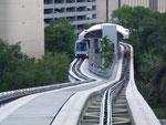 Mit dem People Mover (Hochbahn) nach Downtown Miami . . .