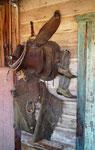Dieser Cowboy hat wohl seinen Job an den berühmten Nagel gehängt