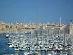 Blick auf den Jachthafen in der Bucht von Marsaxlokk . . .