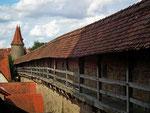 «Laubengang» auf der Wehrmauer rings um Rothenburg ob der Tauber