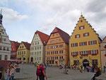 Die dominante Häuserzeile am Marktplatz