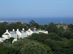 Blick auf «versteckte» Nobelhäuser mit nötigem diskretem Umschwung
