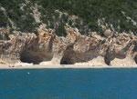 Die riesengrossen Höhlen in der Cala Luna...