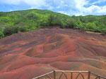 In Chamarel liegen die «Seven coloured earth»  . . .