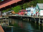 Eine schöne Häuserzeile an einem kleinen Kanal