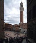 Blick auf die grosse Piazza del Campo von Siena