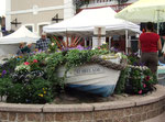 Hübsches Blumenbeet am kleinen Hafen von St. Brelades