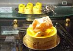 Unser «Zvieri-Kuchen» mit echter 24 Karat Blattgold-Garnitur . . .