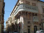 Die typischen Holzbalkone in der Altstadt von Valletta