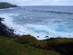 da die Küste felsig ist und kaum Strände zu finden sind.