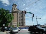 Ähnlich wie in Chattanooga schon gesehen: Schöne Aussichtsterrasse auf Geschäftshochhaus