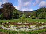 Schöne Gartenanlagen verleiten zu schönen Spaziergängen