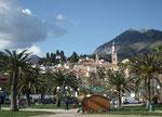 Blick vom Quai auf den alten Stadtteil mit der Basilika St. Michel Archange