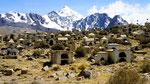 das ist ein Friedhof, mitten in der Landschaft