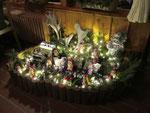 Weihnachtliche Deko in der Waldhütte