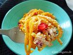 Vollkornspaghetti mit Kürbis und Granatapfel.