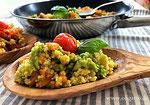 Leckere Hirse mit Avocado, Zucchino und Süßkartoffel.
