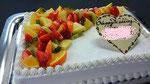 ウェディングケーキ、スクエア型。いろどりフルーツ飾り。