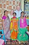 Neue Kleider für Apoorva und Anitha