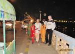 Vijayawada-Krishna Brücke überquerend