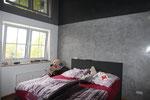 Schlafzimmer mit Hochglanzdecken und LED Einbaustrahler