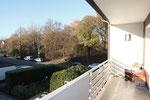 ... mit Zugang zum Balkon