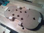 Aquí ya tengo los cuatro bloques ajustados a sus huecos del molde y listos para ser encolados.