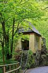 auf dem Weg zur Ruine, kleine Tinkel-Kapelle