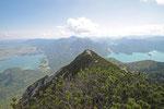 auf dem Gipfel des Herzogstand, Blick auf den Kochelsee, links, und Walchensee, rechts