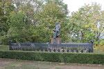 Jung-Bismarck-Denkmal mit Hund Ariel, Saaleck