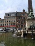 Noch ein Bsp für den Brüsseler Architekturen-Mix