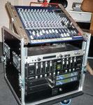 Unser rollbares Bühnenrack für Liveauftritte (herausstellbares Yamaha Mischpult, Rocktron Effektgerät, Stairville Lichtsteuergerät, Sennheiser In-Ear Monitoring)