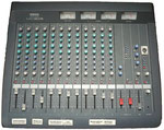 Mixing Console: Yamaha MC1203: 12 Kanal Mixer, mit Pad Swich, Gain Control, Peak Indicator, 3-Band EQ,  3x  Aux-Send-Control, Panorama Pot, Channel Cue wiih Swich, Channel On Swich, Channel Fader