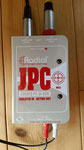 Radial Engineering JPC: Professionelle aktiv/passiv DI-Box, speziell für PC-Soundkarten und AV Geräte, 2x 6,3 mm Klinke + 3,5 mm Stereo-Klinke Input mit -10 dB, Cinch Thru Anschlüsse, 48 V Phantomspeisung.