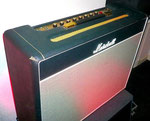 Marshall 1962 Bluesbreaker, Vollröhren Gitarrenamp. Direktheit, Lautstärke & Dynamik pur, mehr geht nicht. Abgekupfert vom Fender Tweed 4x10 Bassman. 30 Watt Röhren-Jähzorn, der Fensterscheiben zum Vibrieren bringt, unglaubbar...