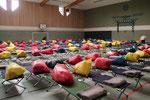 In der Turnhalle - Schlafplätze von den Johannitern eingerichtet