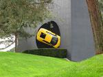 ein Wende-Lamborghini an der Wand