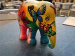 ... dann habe ich den kleinen bunten Elefanten erlöst und mit nach hause genommen.