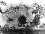 Южнорусский (1904, с 1908  - Соединенный) банк. В настоящее время - Хмельницкий областной художественный музей