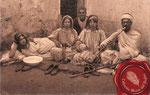 1951 Flautista árabe con familia