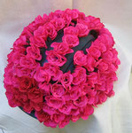 """20x32x22 """"Mignonne, allons voir si..."""" résine-peinture-fil de fer-135 perles-135 roses 2013"""