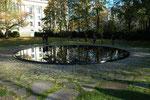 Denkmal für die im Nationalsozialismus ermordeten Sinti und Roma Europas, Foto: Rolf Krahl (Rotkraut), Lizenz:  Creative Commons Attribution-Share Alike 3.0 Germany