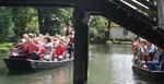 Wassermusik, die entlang der Strecke für Applaus und gezückte Fotoapparate sorgte