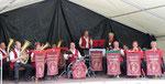 Nach zwei Tagen Dorfparty spielte die Oderbrucher Blasmusik zum Frühschoppen auf